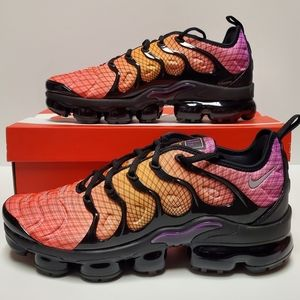 Nike Air Vapormax Plus Sunset/Crimson Running Shoe